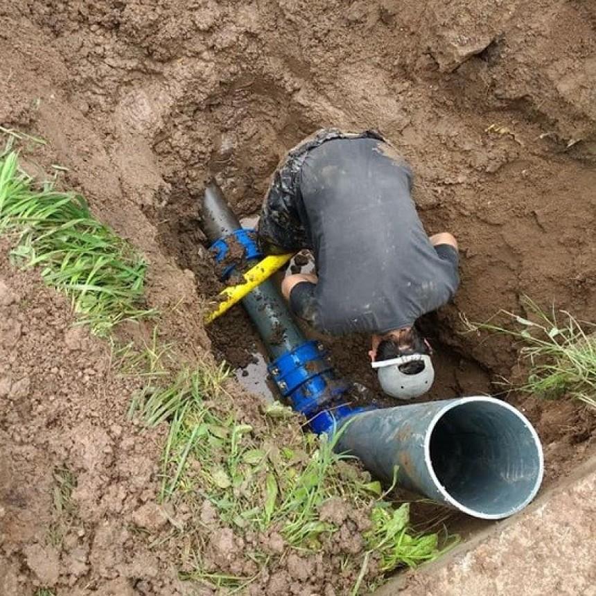 Repararon la red de agua del barrio Parque Lasa