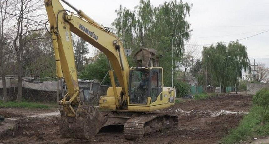 Bacheo y reparación de veredas en distintos barrios de Luján