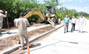 Oscar Luciani recorrió la obra de repavimentación de la calle Alsina
