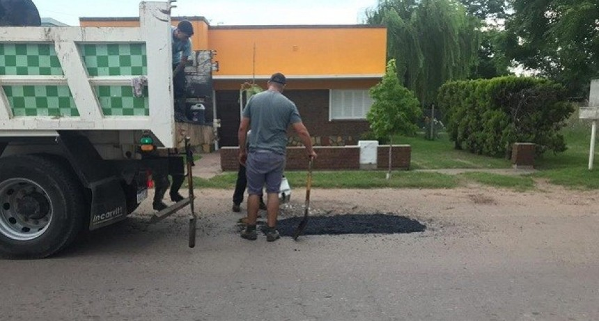 Trabajos de bacheo en Jáuregui y Pueblo Nuevo