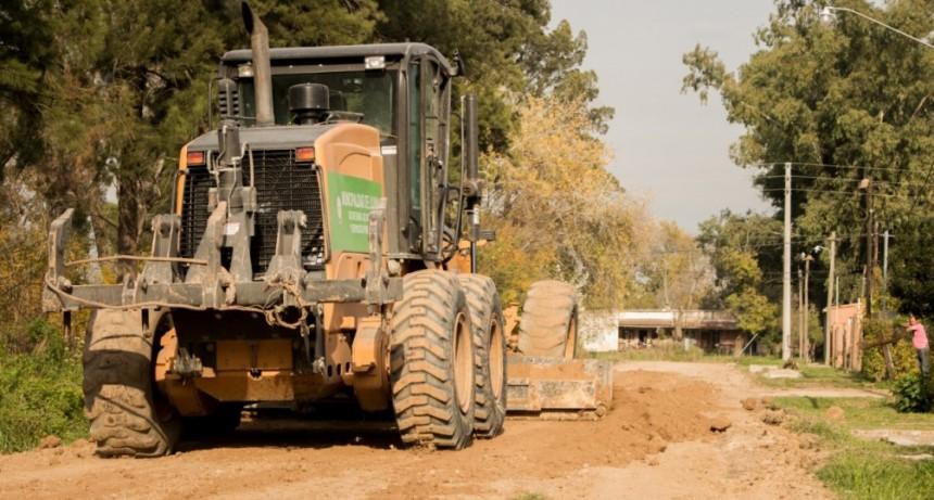 Trabajos de mejoramiento vial en el barrio Los Gallitos