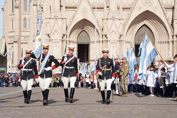 Actividades oficiales por el Día de la Bandera