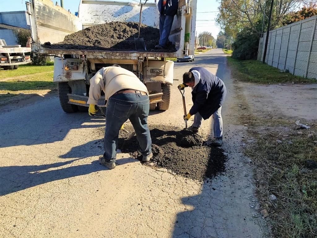 Trabajos de mejoramiento vial en el barrio El Trébol