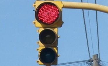 Precaución por semáforo fuera de servicio