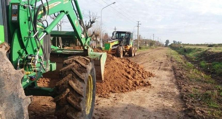 Trabajos de infraestructura vial en los barrios Ameghino y Lanusse