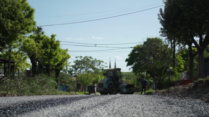 Avanzan los trabajos de mejoramiento vial en los barrios San Bernardo y El Milagro