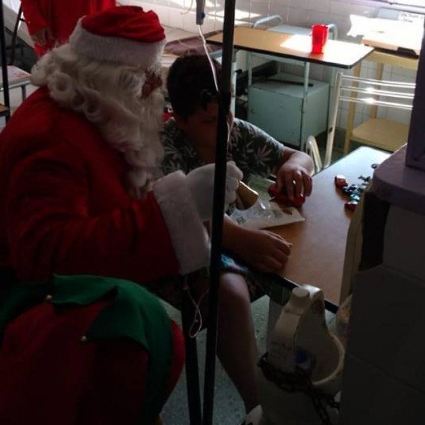 Papá Noel visitó el Hospital y el Hogar Granja